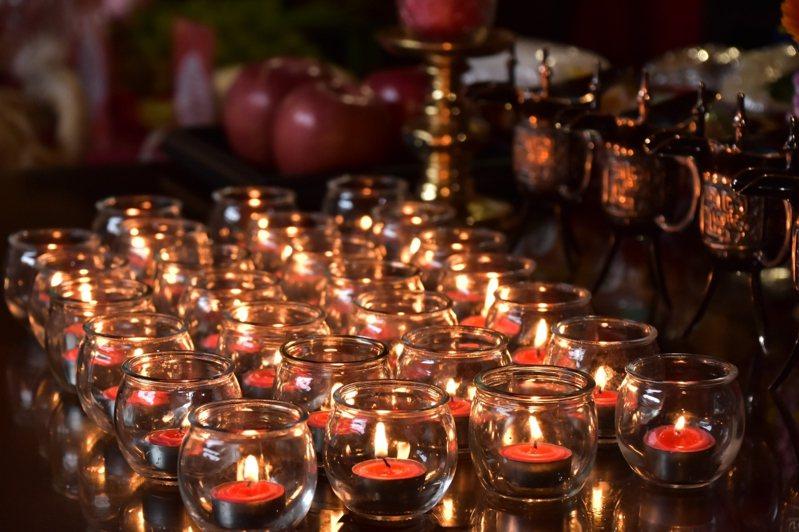 傳藝宜蘭園區點亮心燈,祈求文昌帝君為考生照金榜。圖/傳藝提供