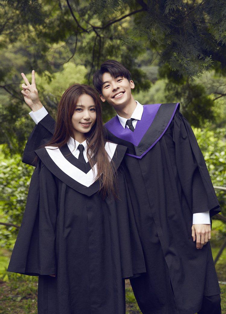 田馥甄(左)笑稱和許光漢搭檔演出,感覺像年輕20歲。圖/何樂音樂提供