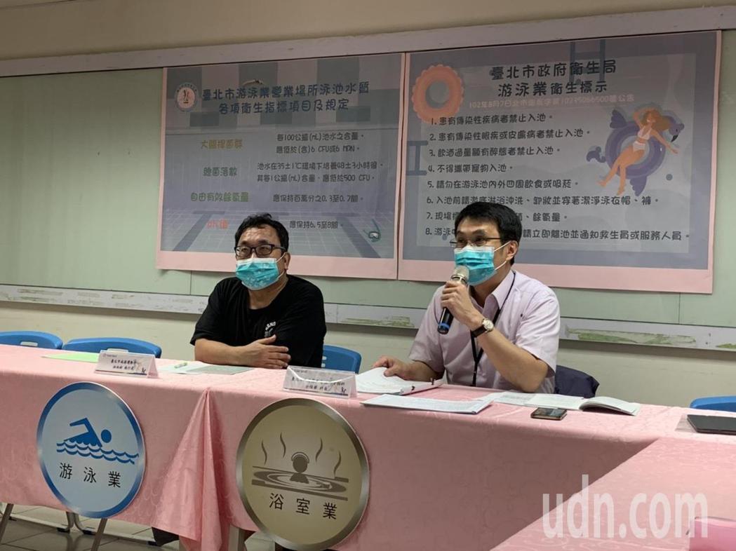 疾病管制科科長余燦華表示(圖右),疫情讓勤洗手、戴口罩成為生活日常,但夏日是腸病...