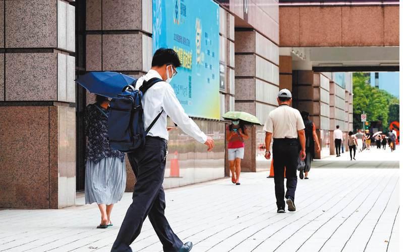 勞動部上午公布最新無薪假統計,截至5月31日實施無薪假企業達1330家,續創歷史新高,實施無薪假人數衝破2.5萬人,達2萬6323人。 記者余承翰/攝影