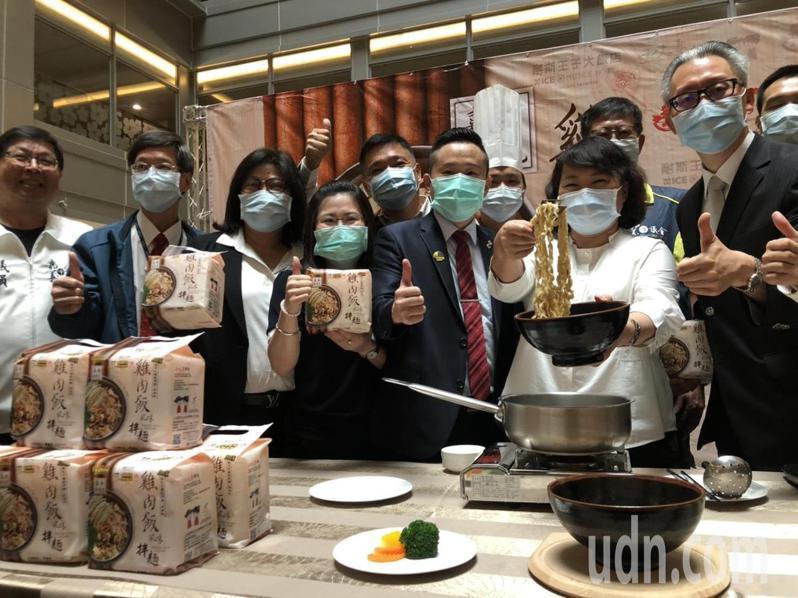 嘉義市長黃敏惠(右二)歡迎陳時中來訪。記者李承穎/攝影