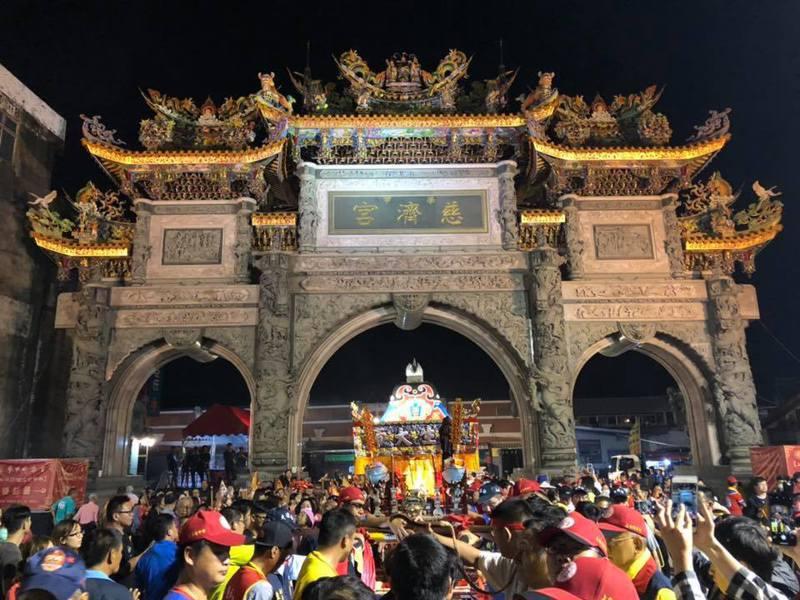 疫情趨穩,台南學甲慈濟宮昨起解封,歡迎信眾來參拜。圖/取自學甲慈濟宮粉絲團