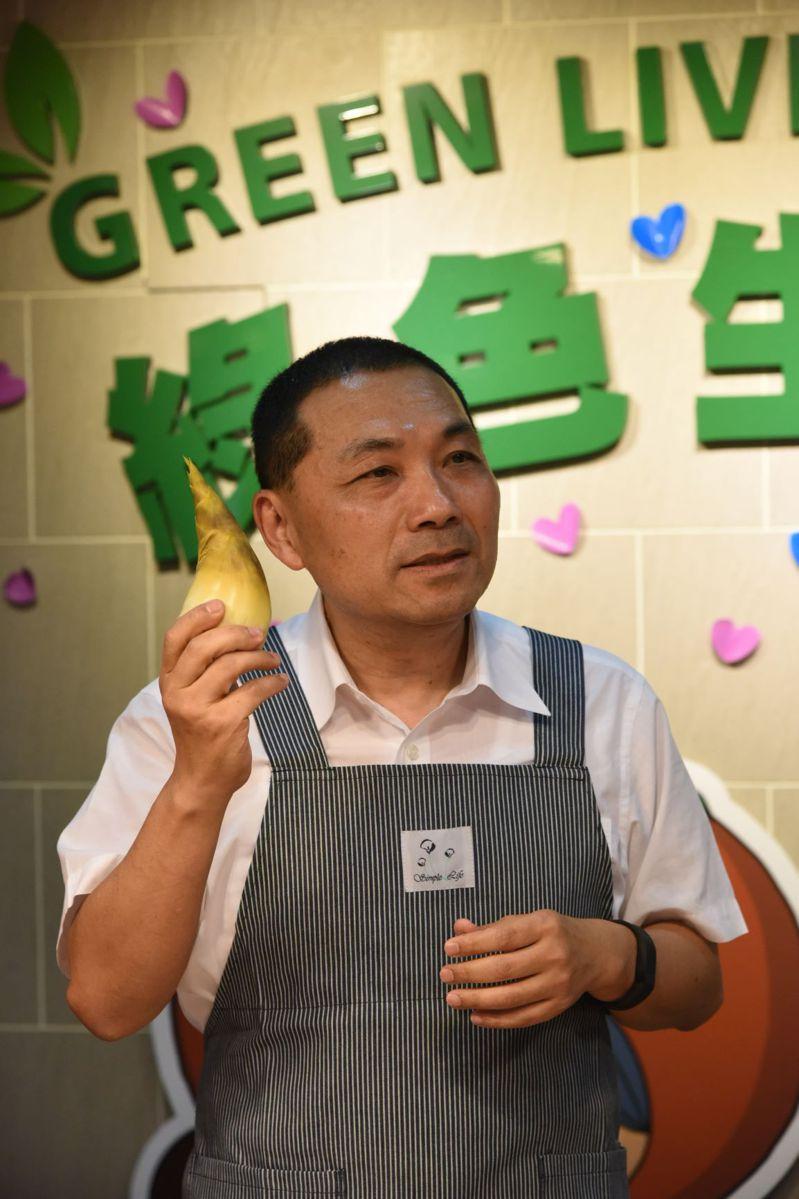 新北市長侯友宜大力推薦新北綠竹筍。圖/新北市農業局提供