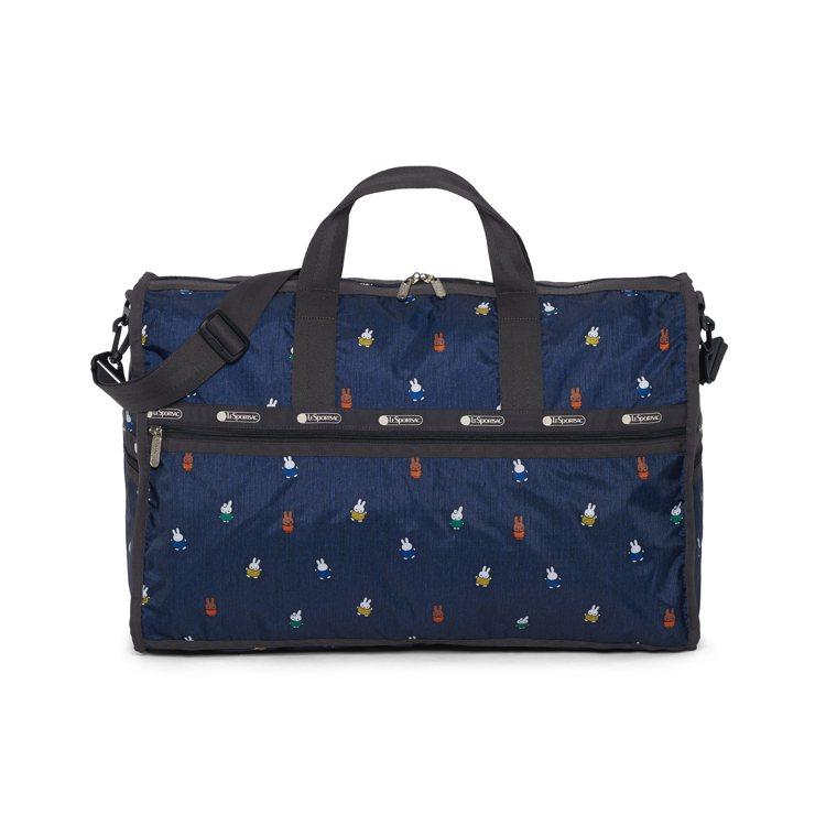 Miffy滿天飛大型假期旅行袋,7,200元。圖/LeSportsac提供