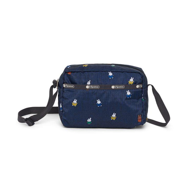 Miffy滿天飛斜背包,2,450元。圖/LeSportsac提供