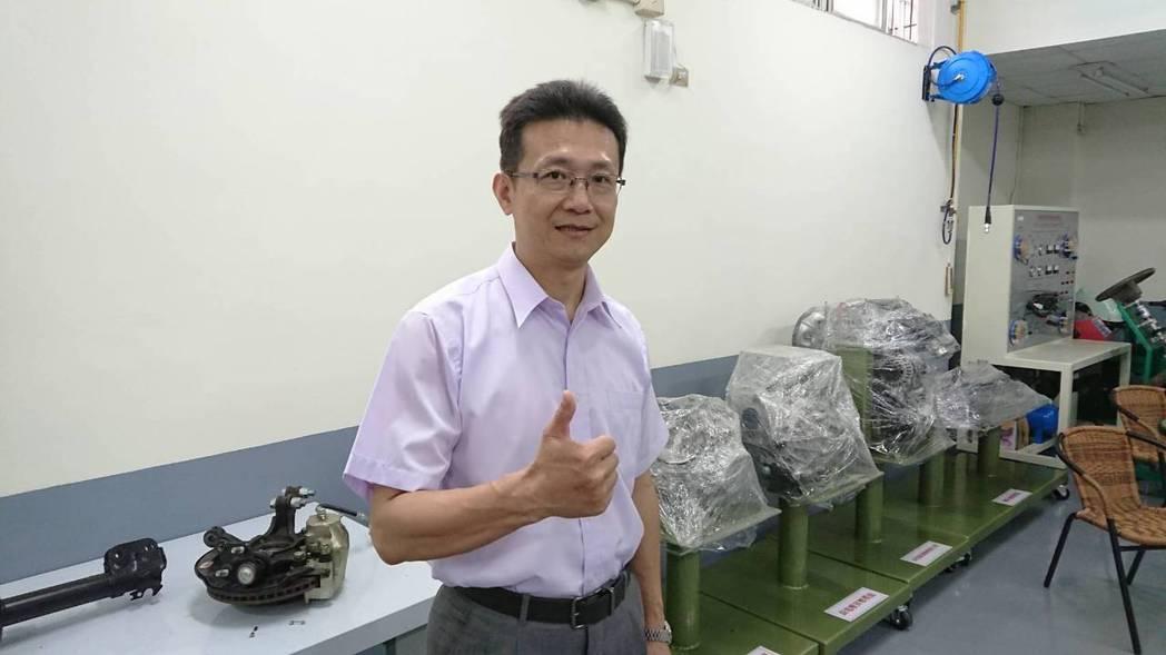 陳建中是敏實科大機電系教授,對於學業與實務相結合非常認同。記者黃淑惠/攝影