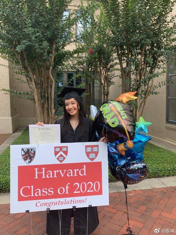 陳沖大女兒在哈佛畢業獲最高榮譽。圖/摘自微博