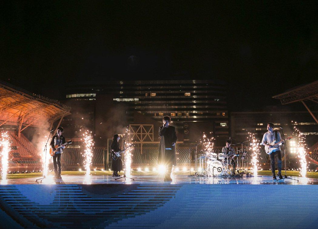 五月天嘗試無觀眾的演唱會,仍很重視聲光效果。圖/相信音樂提供