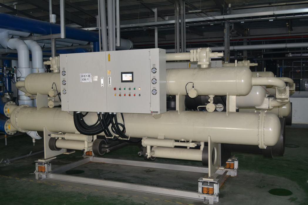 堃智推出的噴淋式冰水機,均為第1級能效機型。堃智/提供