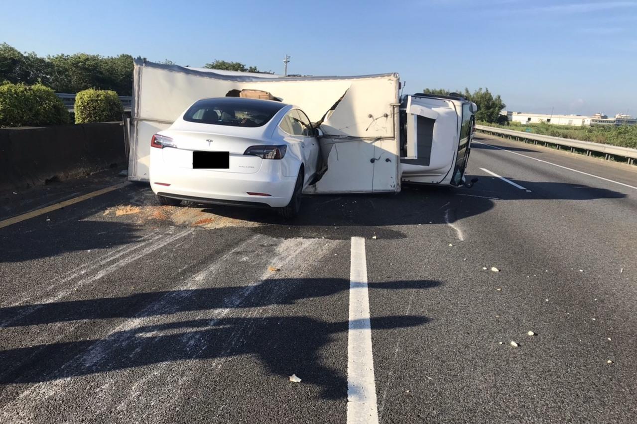 開自動輔助撞貨車 特斯拉駕駛誤認會「自動煞車」