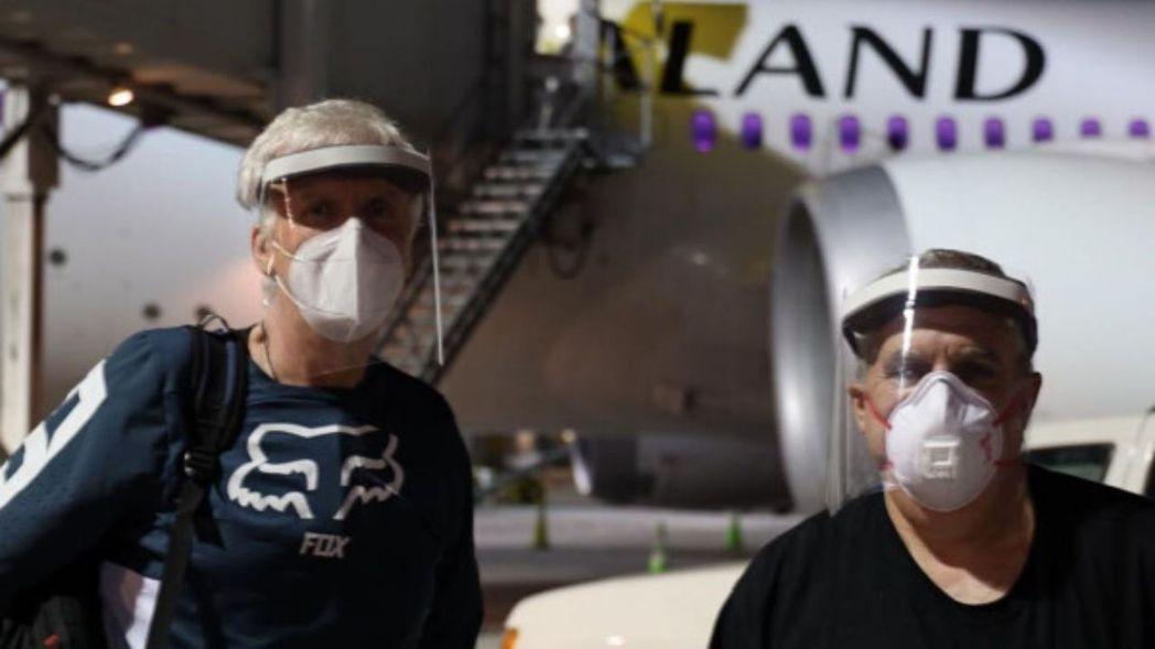 票房導演詹姆斯卡麥隆(左)、製片強蘭道(右)已經全副武裝抵達紐西蘭準備拍攝「阿凡