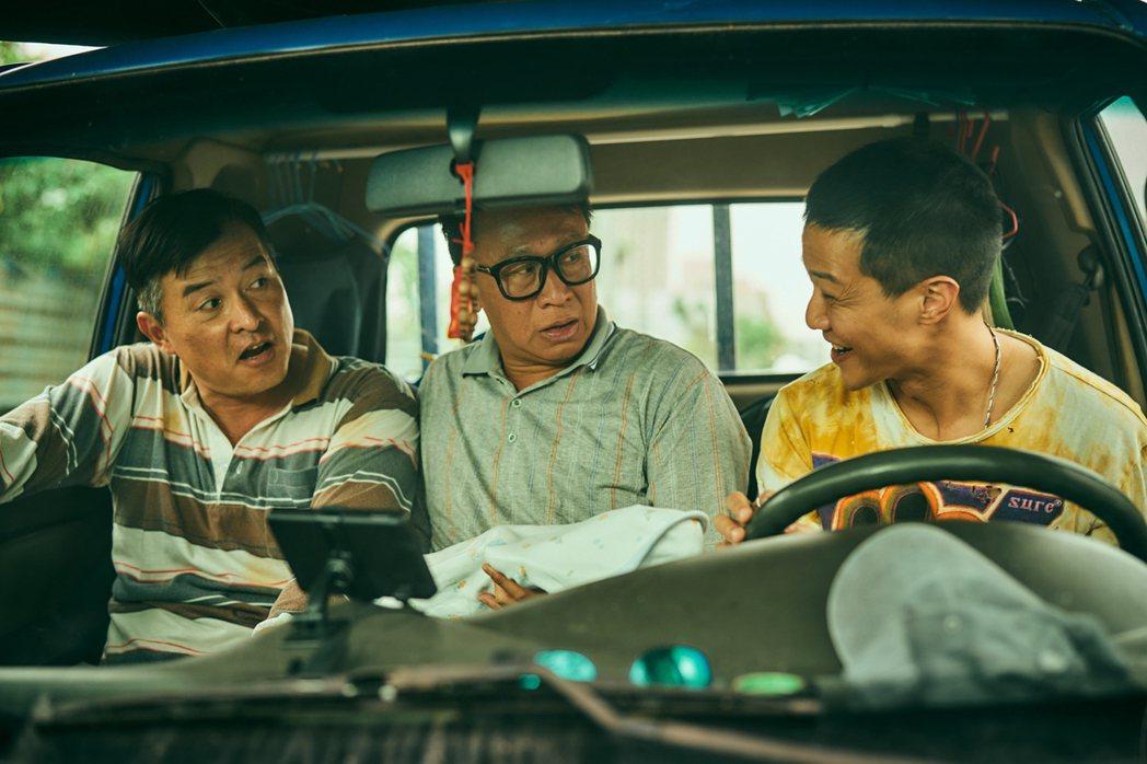 薛仕凌(右起)、游安順、李銘順在「做工的人」中是工地「噗嚨共」 。圖/大慕影藝提...