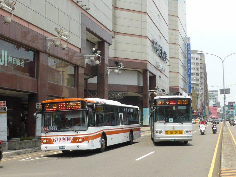 台中連續發生數起公車重大事故,議員認為交通局應強勢介入,不排除以收回路權做為手段。 圖/台中市府提供