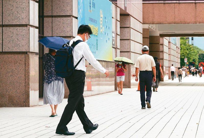 勞動部公布最新無薪假統計,截至5月31日實施無薪假企業達1,330家。記者余承翰/攝影