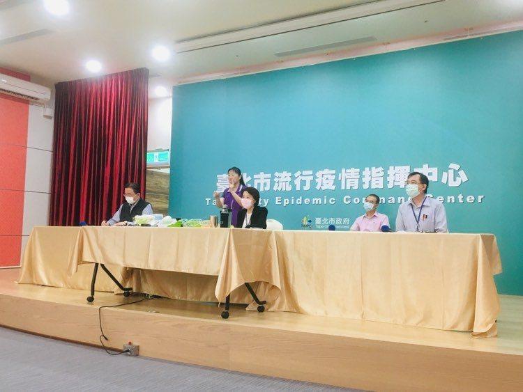台北市環保局昨天表示,有查獲垃圾代清業者攜帶外縣市垃圾的狀況,台北市預計明年元旦起,調漲焚化處理廢棄物收費。記者張世杰/攝影