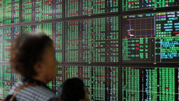 台灣投資人瘋金融股,「高殖利率」向來是存股指標,不過隨市場風向轉變,也有愈多投資...