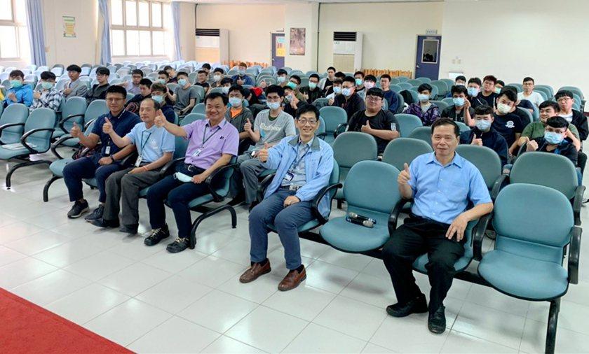 中山科學研究院航空研究所日前在中華科大航空學院,舉辦109學年度實習生說明會,吸...