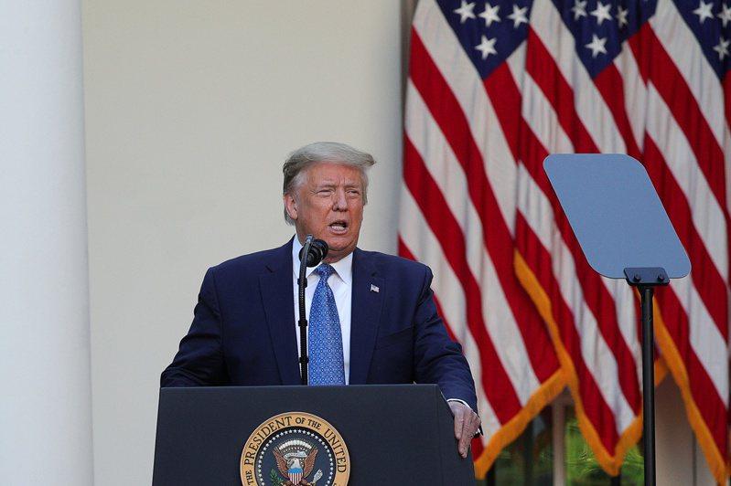 川普在白宮玫瑰園發表記者會,表示將立刻採取行動終止暴動。  路透