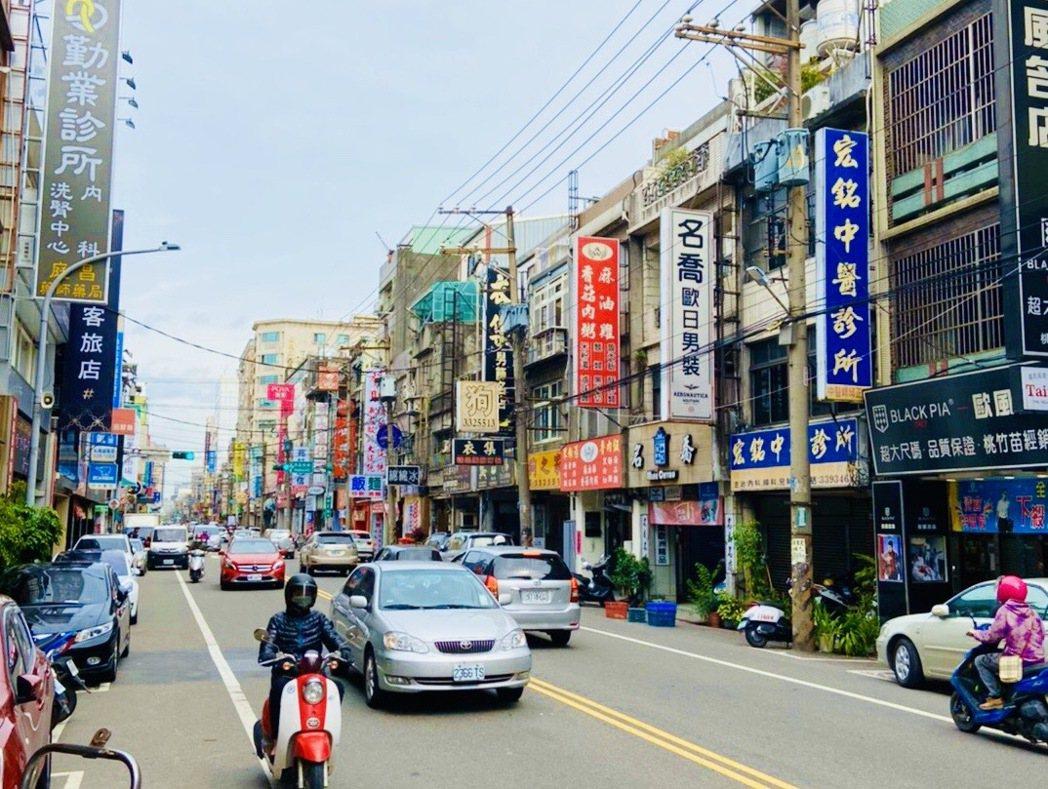 桃園區中正路商圈店家林立,空置率低。圖/台灣房屋提供