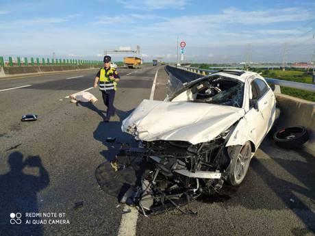 男子駕賓士AMG CLS 63國3自撞護欄 疑未繫安全帶拋出車外慘死