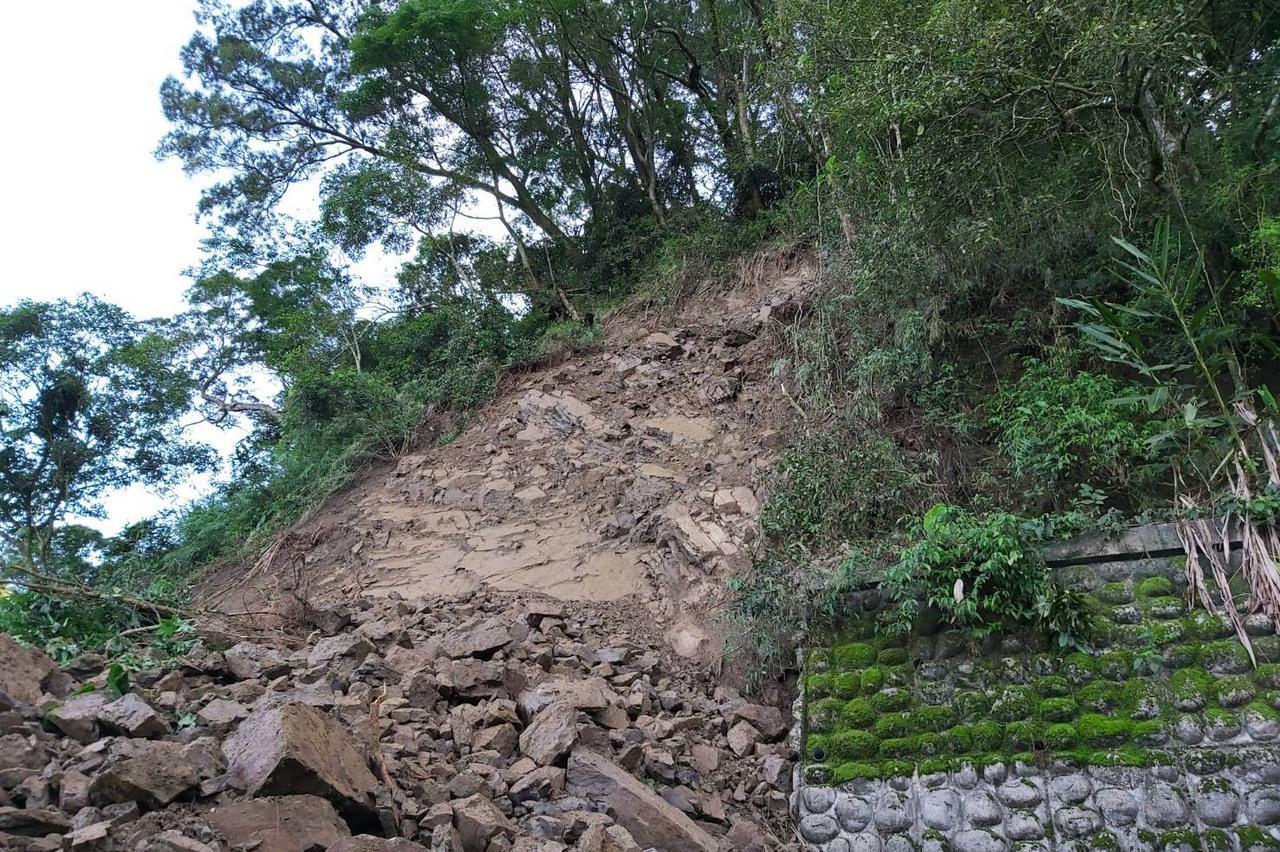 林鐵26.88K土石再次崩落 嘉義至十字路段停駛