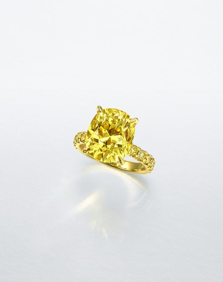 7.02克拉艷彩黃色VS1鑽石戒指,估價約1,160萬元台幣起。圖/佳士得提供