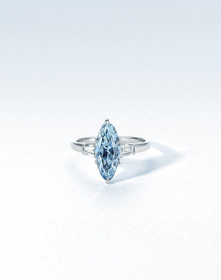 2.08克拉濃彩藍色IF鑽石戒指,估價約2705萬元台幣起。圖/佳士得提供