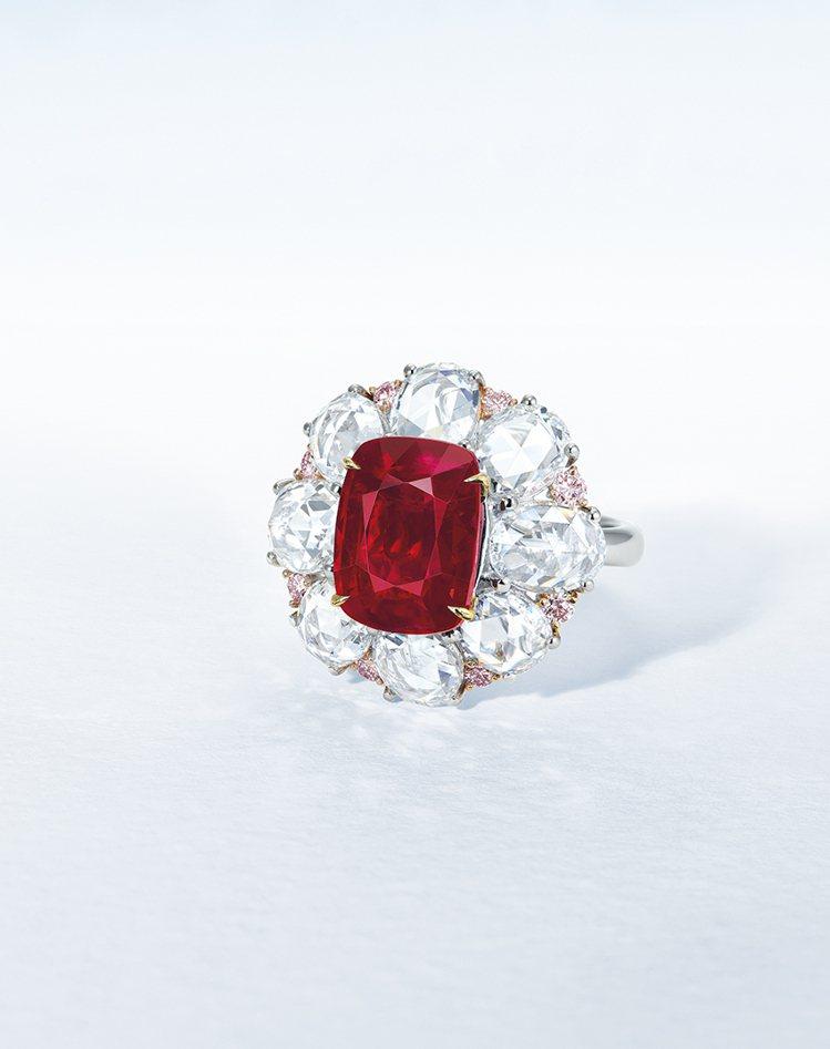6.06克拉緬甸天然鴿血紅紅寶石及鑽石戒指,估價約2473萬元台幣起。圖/佳士得...