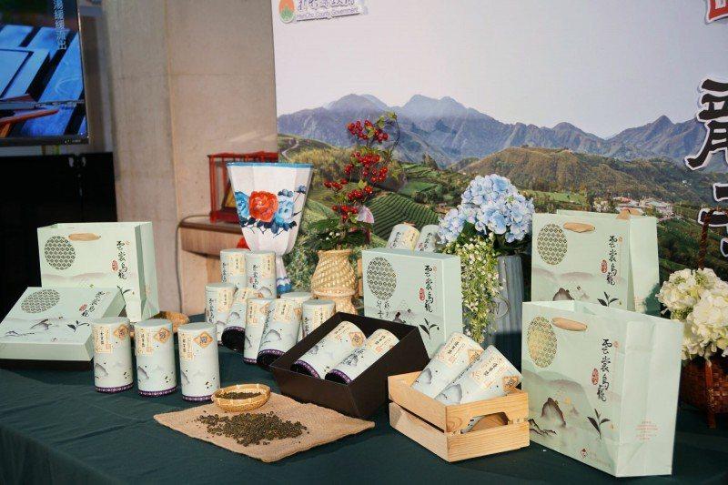 新竹縣去年針對原鄉地區首度舉辦冬季高山烏龍茶評鑑,推出的「雲裳烏龍茶」大獲好評。圖/新竹縣政府提供