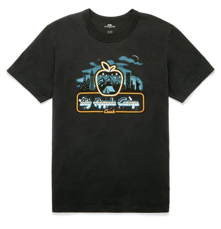 蕭敬騰詮釋大蘋果學院風T恤,3,900元。圖/COACH提供