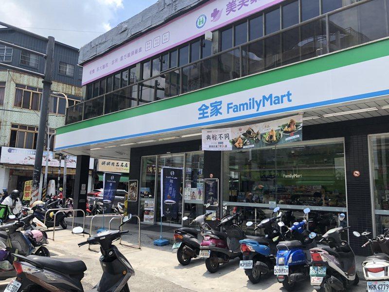台灣超商密度世界之高,有網友就問大家四大超商最愛哪一家。記者林敬家/攝影