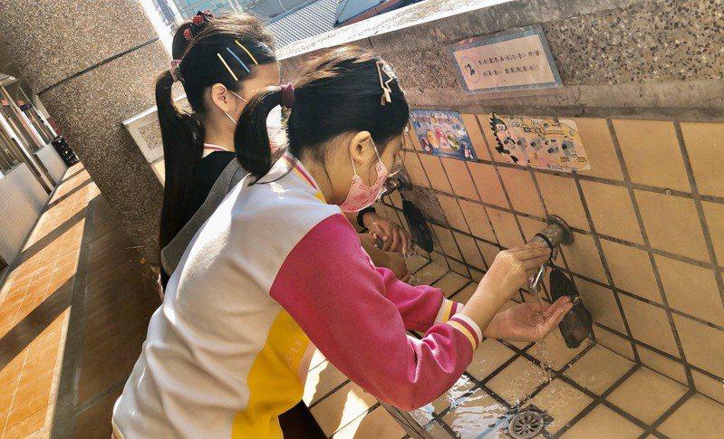 嘉義市大同國小學生仍維持勤洗手觀念,讓腸病毒大幅下降。圖/大同國小提供