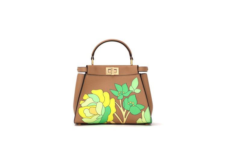 FENDI棕色花卉設計 Mini Peekaboo,價格店洽。圖/FENDI提供