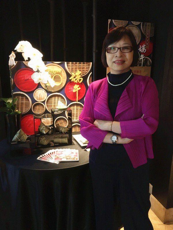 擁有將近40年餐飲服務經驗、人稱「阿珠姐」的晶華酒店資深中餐服務協理蔡燕珠,精通...