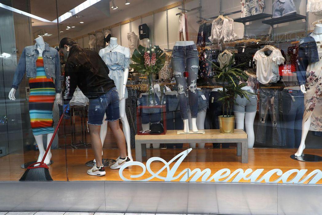 美國各地抗疫限制解除後,店家忙著迎接顧客上門。但調查顯示,5%至10%的零售需求...