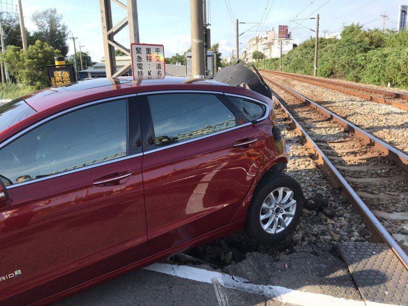 台鐵平交道事故。圖/台鐵局提供