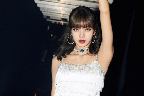 23歲的泰籍成員LISA素有「人間芭比」美名,為南韓人氣女團「BLACKPINK」成員之一,沒想到她卻被自出道以來陪伴多年的經紀人詐騙,金額高達10億韓元(約2444萬台幣),震驚外界,粉絲則心疼她...