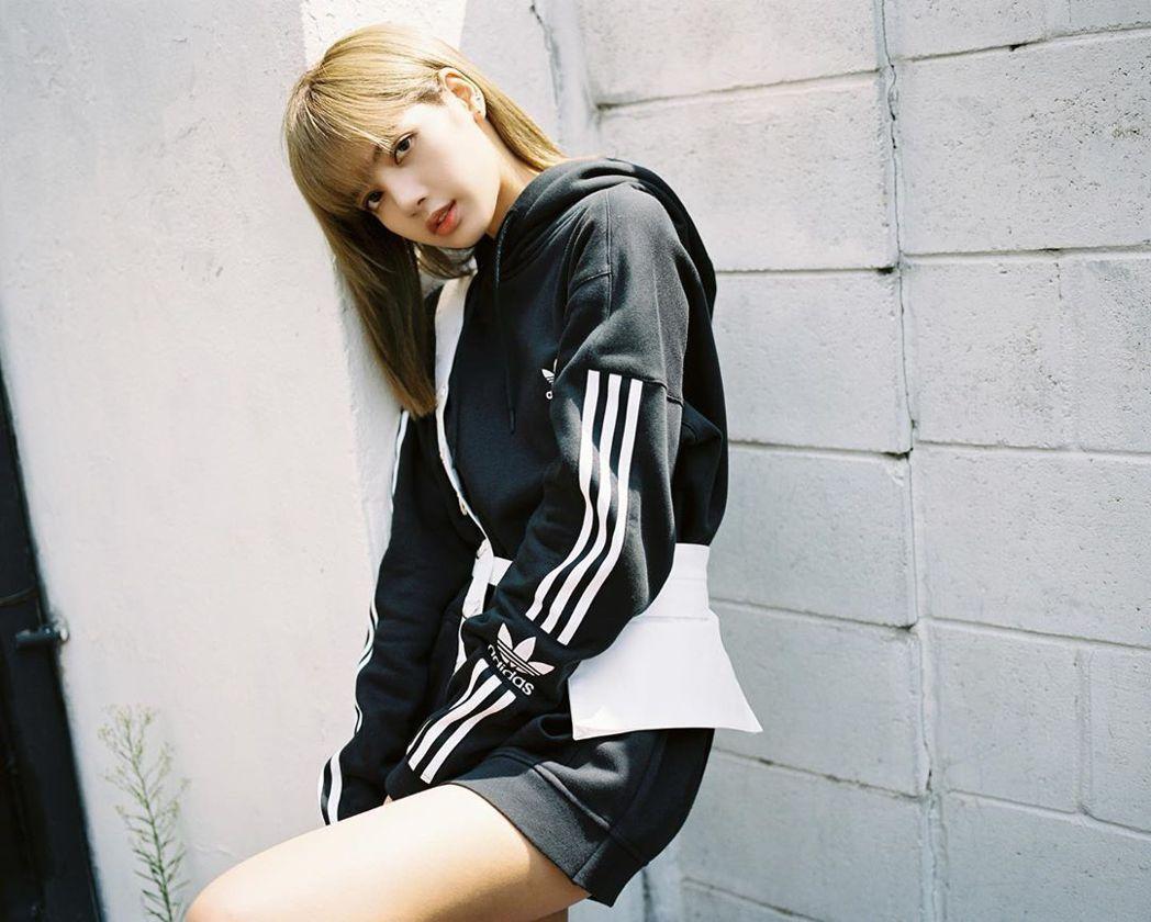 LISA為南韓人氣女團「BLACKPINK」成員之一。圖/摘自IG