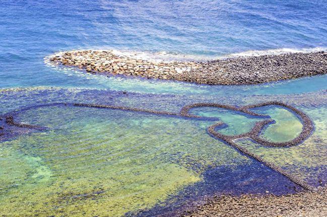 澎湖七美雙心石滬, 是情人眼中的熱門景點。業者提供