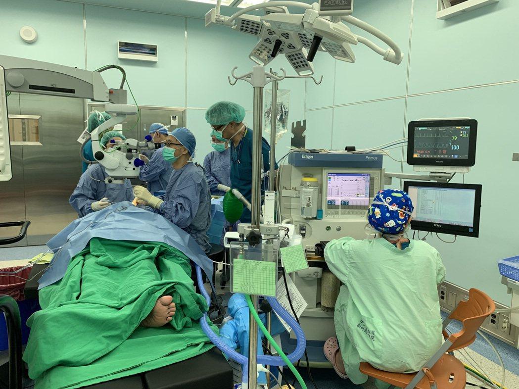 彭姓病患選擇「舒眠無痛靜脈注射麻醉」,再開第二次白內障手術,現在已恢復正常視力。...