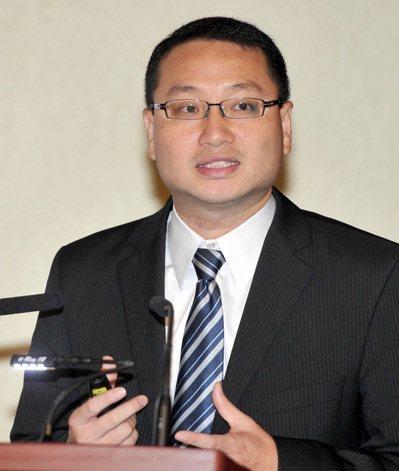 台灣經濟研究院研究六所所長吳孟道表示,企業營運須注意幾項全球經濟的警訊。(本報系...