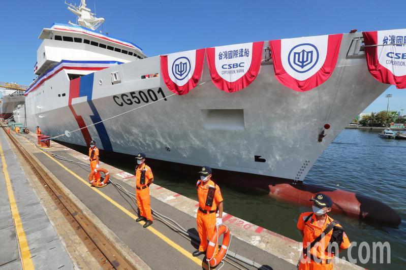 海巡署首艘四千噸級海巡艦昨天下水,蔡英文總統將該艦命名為「嘉義」艦。 記者劉學聖/攝影
