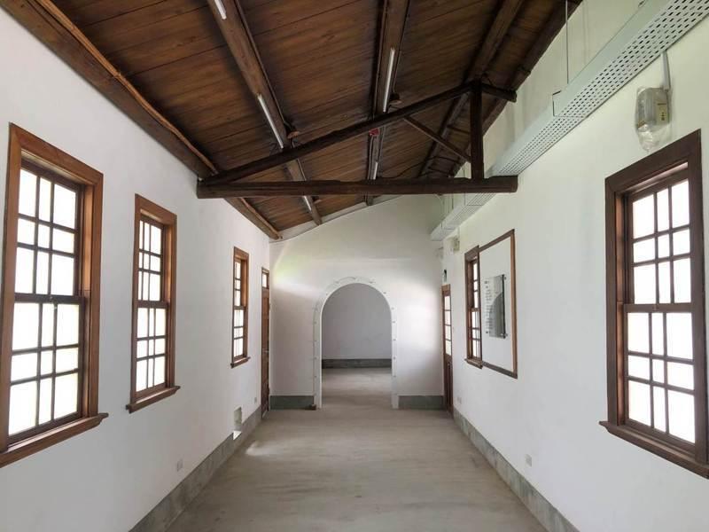 修復後的「洪稇源商號」土埆磚屋室內一景。圖/高雄市都發局提供