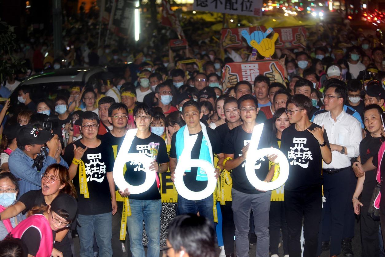 吳怡農出席罷韓活動 民眾高呼「選市長」