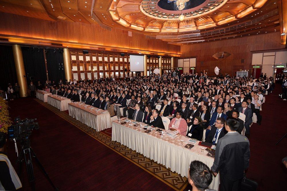 2019年頒獎典禮計有39位董事長、44位總經理、42位副總經理等企業代表和12...