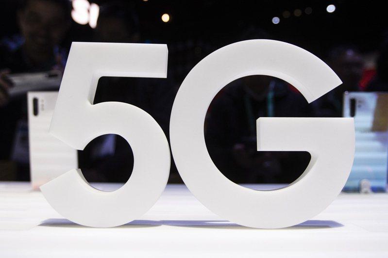 電信業積極打匯流戰,一個方案包含行動上網、寬頻上網或是OTT服務已成為趨勢,搶攻用戶更為白熱化,除了擴展集團版圖外,電信業未來也不會再「單打獨鬥」,也為5G資費多元化鋪路。示意圖/歐新社