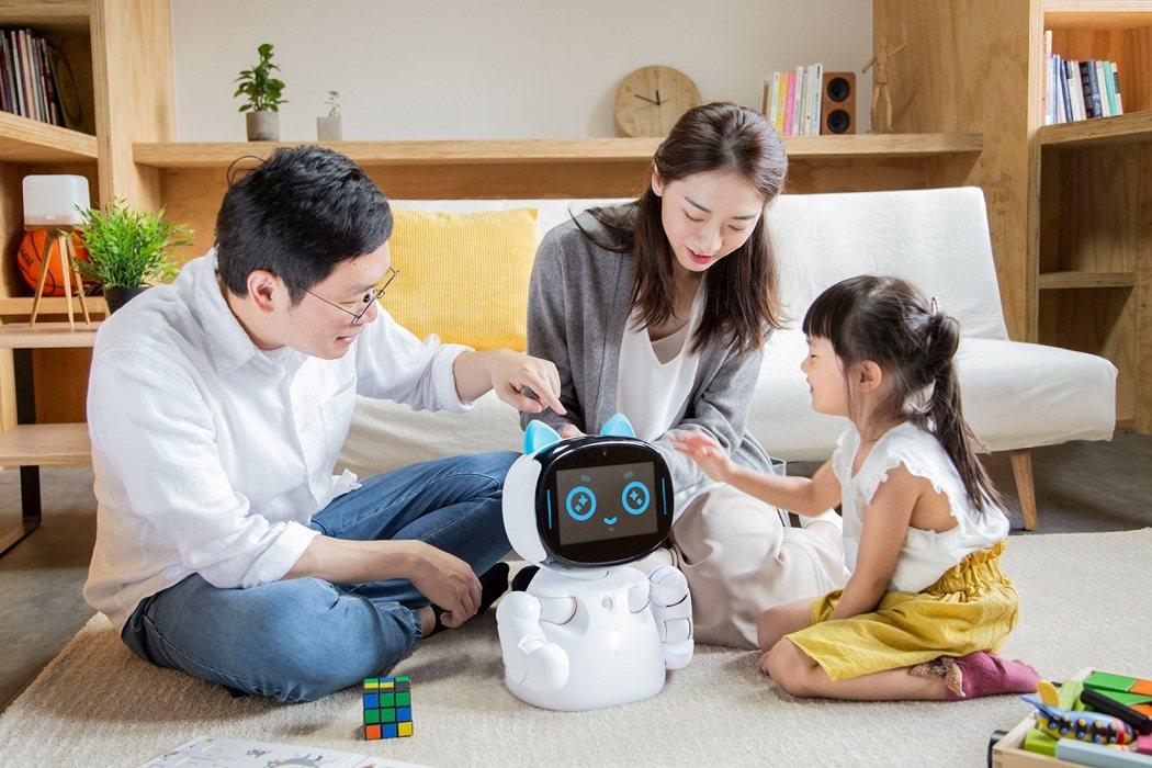 「Kebbi Air」外型小巧,搭配靈活肢體及螢幕,展現細膩表情和動作,帶給孩童...