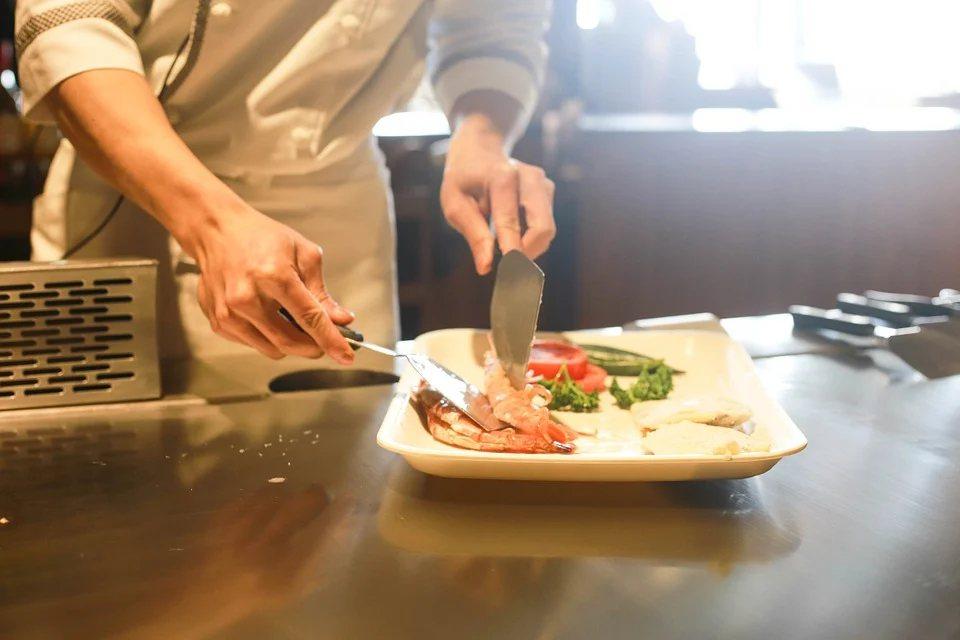 喜歡去餐廳吃飯的人,有些是屬於不太會照顧自己的類型,對他們來說,「親切周到的服務...