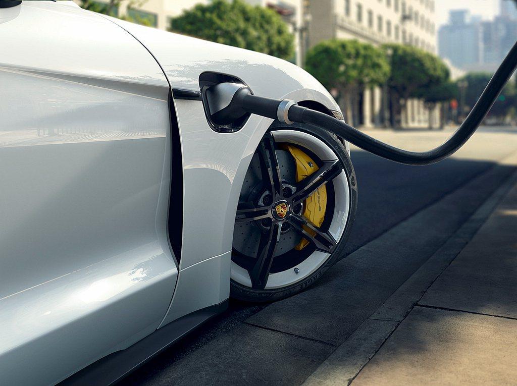 台灣市場Porsche Taycan產品規格支援Type 1(美規)AC交流電充...