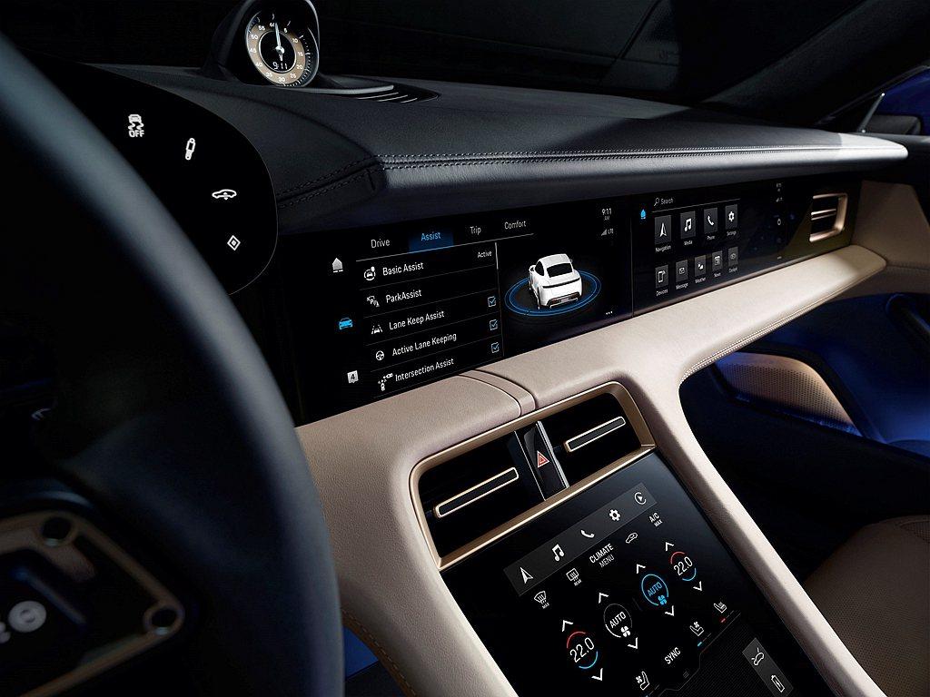 操作介面均為Taycan重新設計,大幅減少實體按鍵與旋鈕,以直覺化觸控操作及語音...